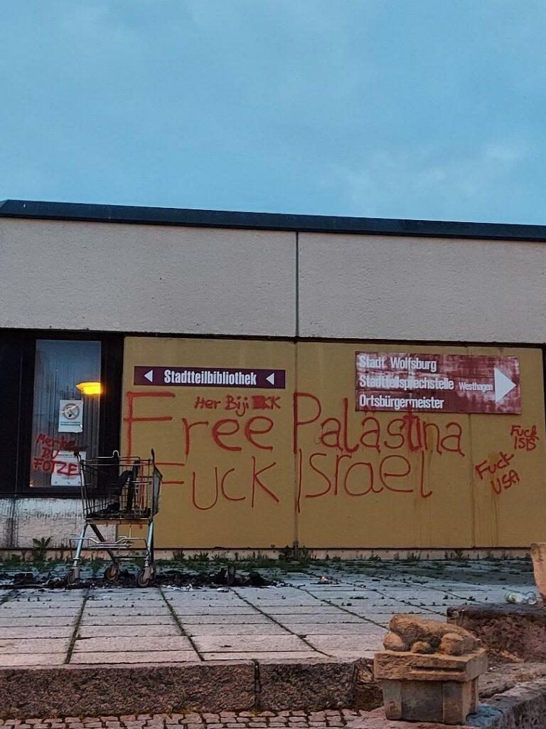 Politische Schriftzüge am FBZ Westhagen